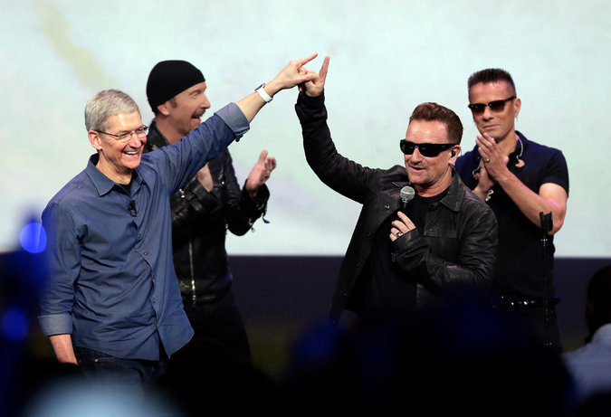 U2-Apple: Ciao Mamma Guarda Come Mi Diverto