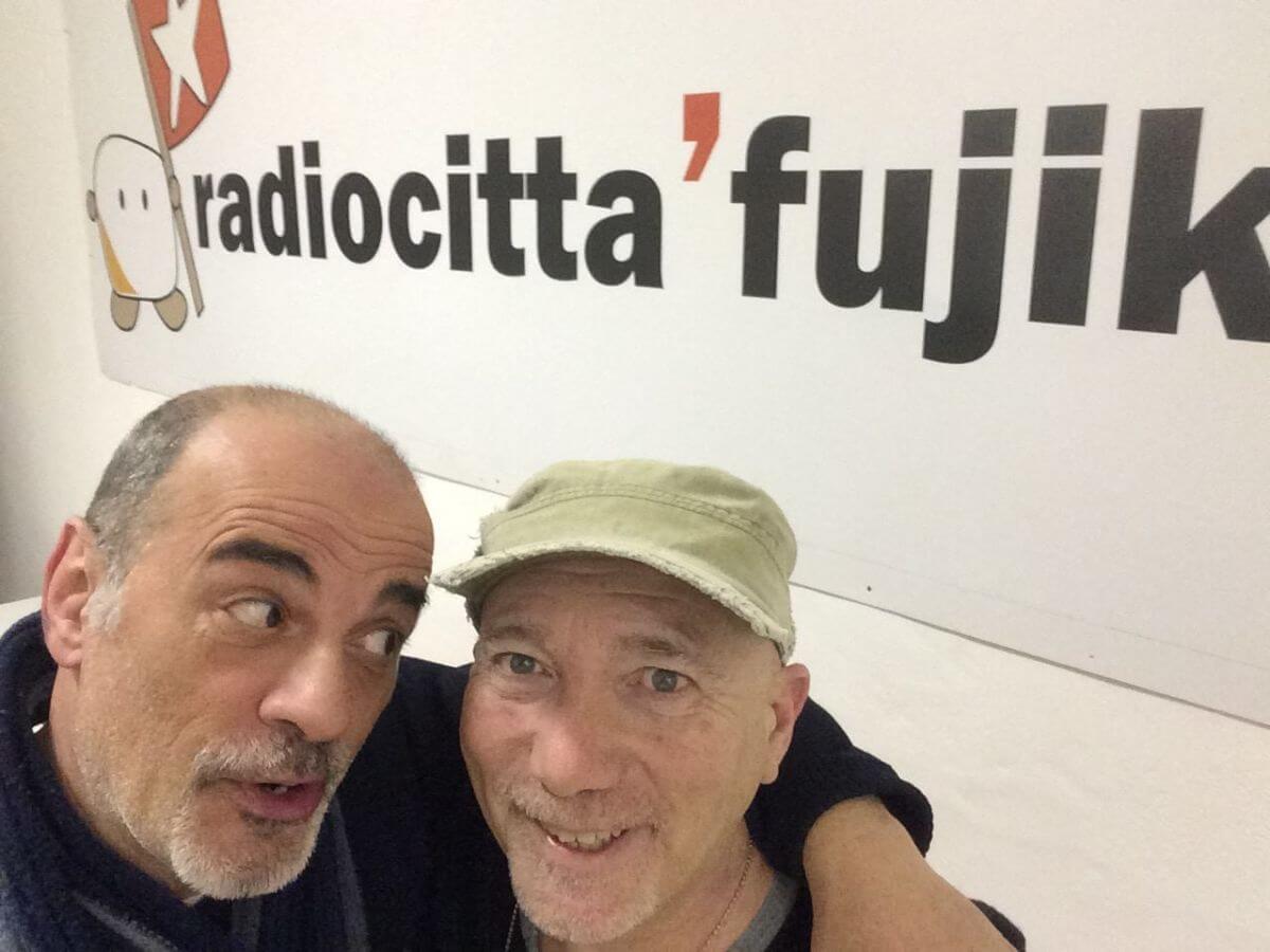 La Rivoluzione sta suonando alla radio (3)